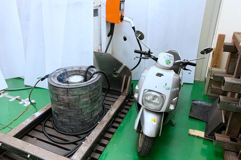 此系統的使用壽命可以高達20年,即便初期導入成本較高,從整體營運成本來看,飛輪和電池儲能系統搭配使用,將是最佳選擇。