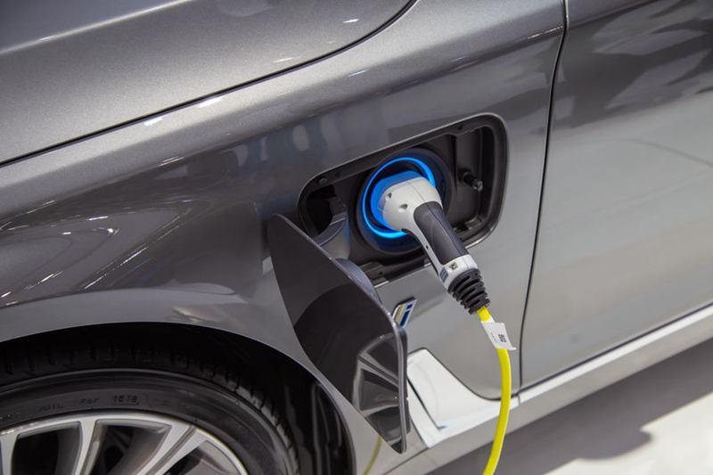 BMW也在去年12月宣布加速電動車計畫,2023年之前,將推出25款新型電動車,其中13款為純電,其餘為混合動力車。